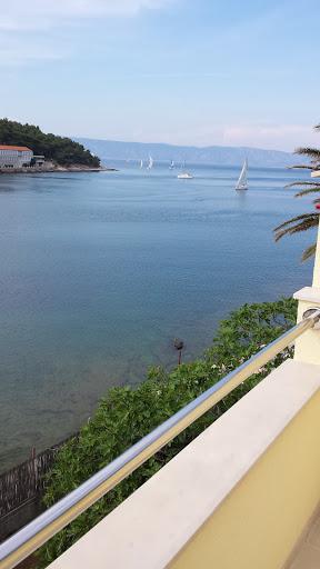 Predivan pogled sa balkona prema plaži