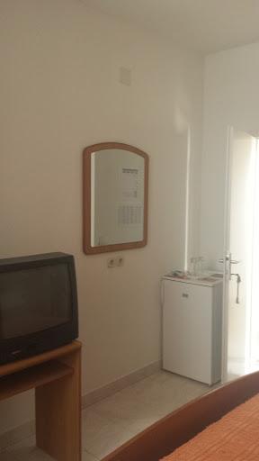 apartmani-togo-jelsa-hvar-soba-3